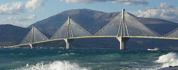 Rio bridge - wave 1 © Guillaume Piolle / CC-BY-3.0 , via Wikimedia Commons